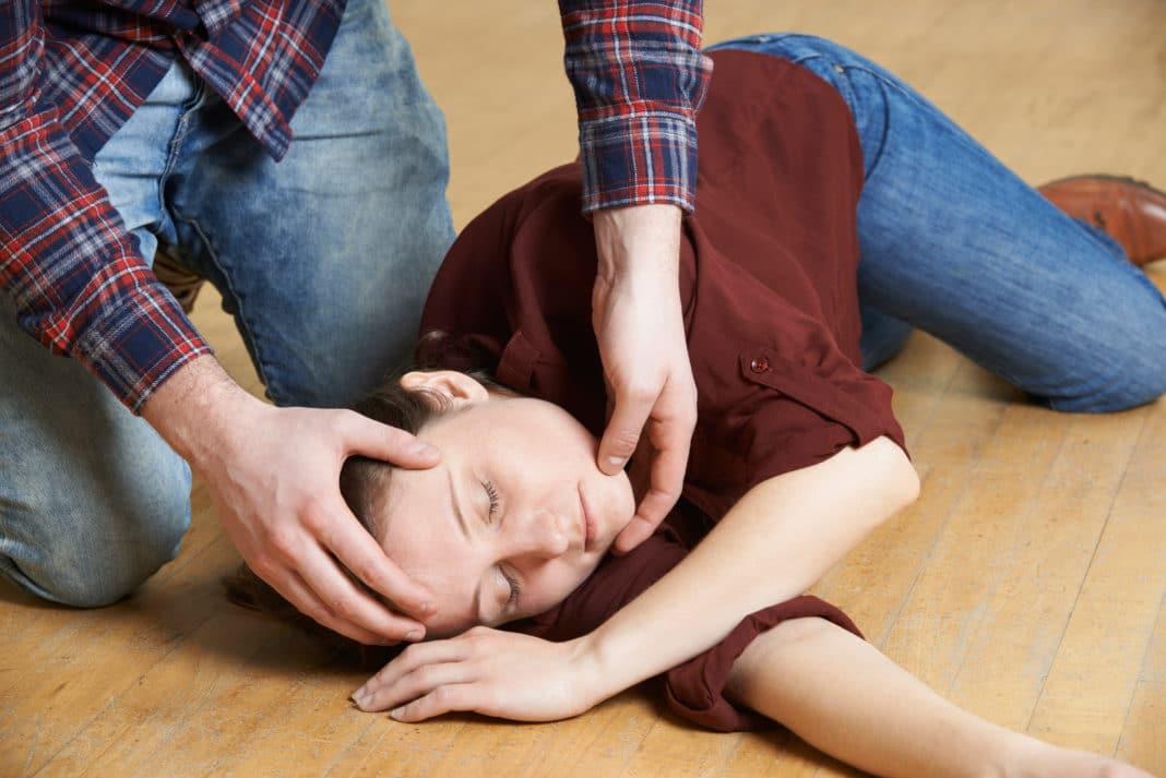 Первая помощь во время приступа