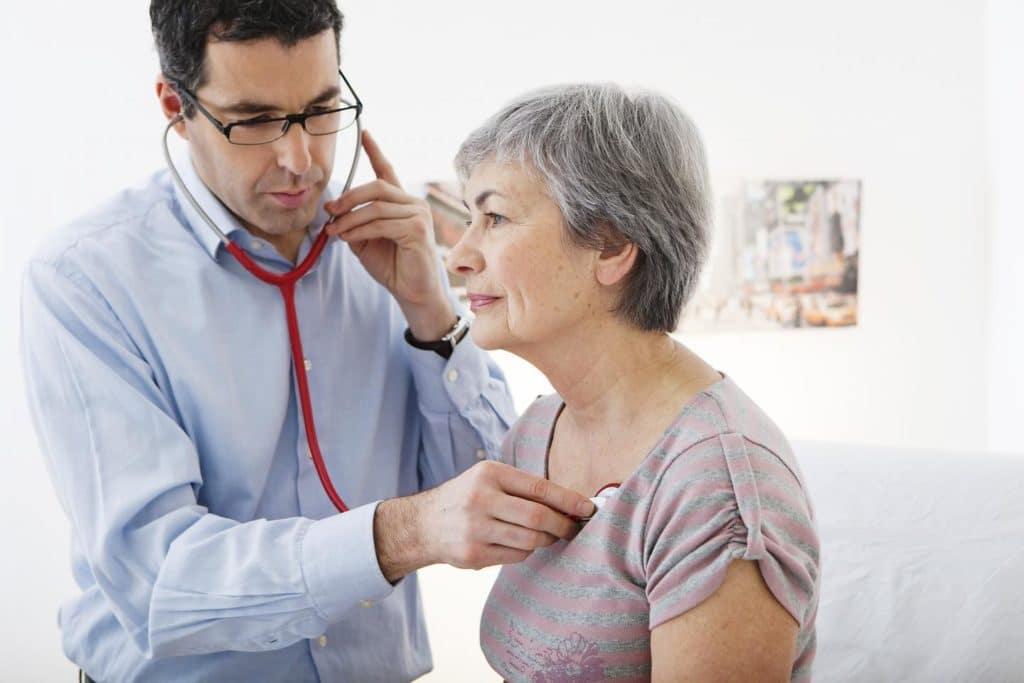 Характер хрипов дает информацию о локализации заболевания в легких.