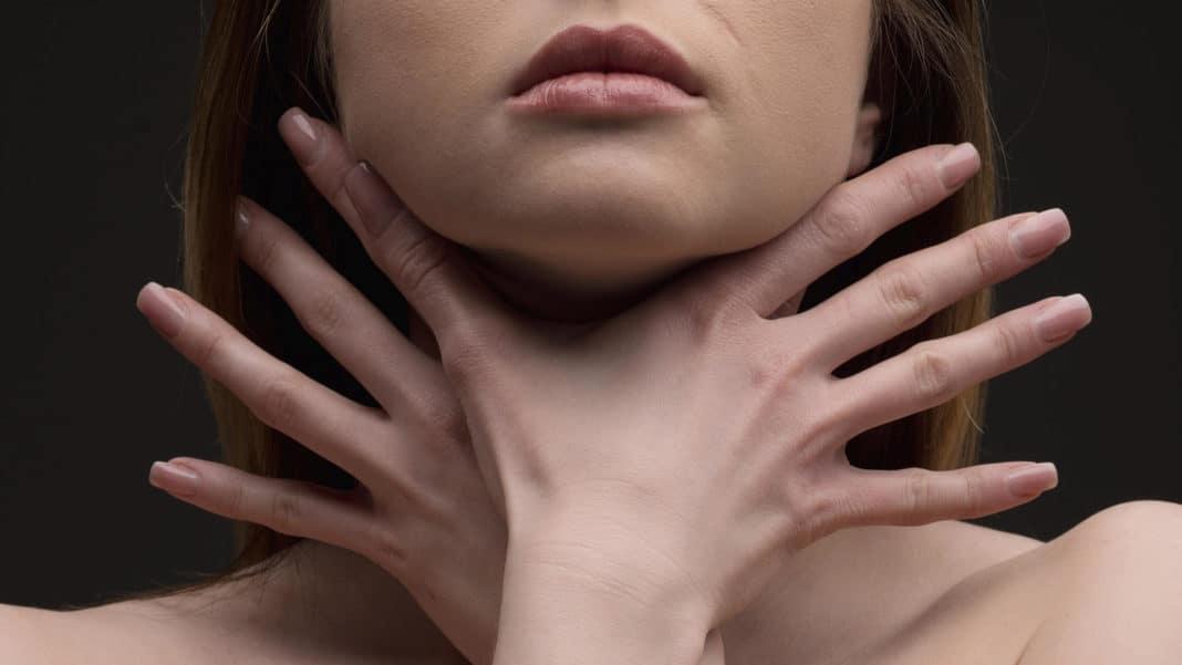Чувство удушья причины. Приступы удушья в области шеи и горла. Какие причины могут вызывать данный симптом