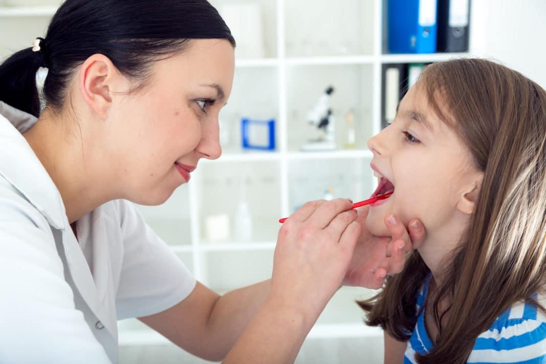 Удаление детям миндалин провоцирует астму и воспаление лёгких