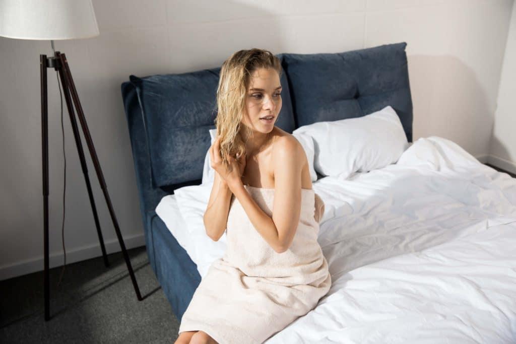 7 причин, почему не стоит ложиться спать с мокрыми волосами