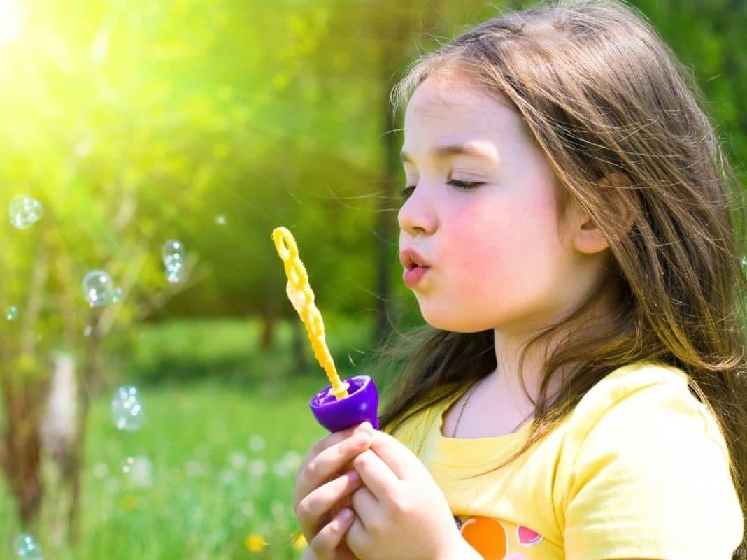 Как помочь ребенку развить речевое дыхание