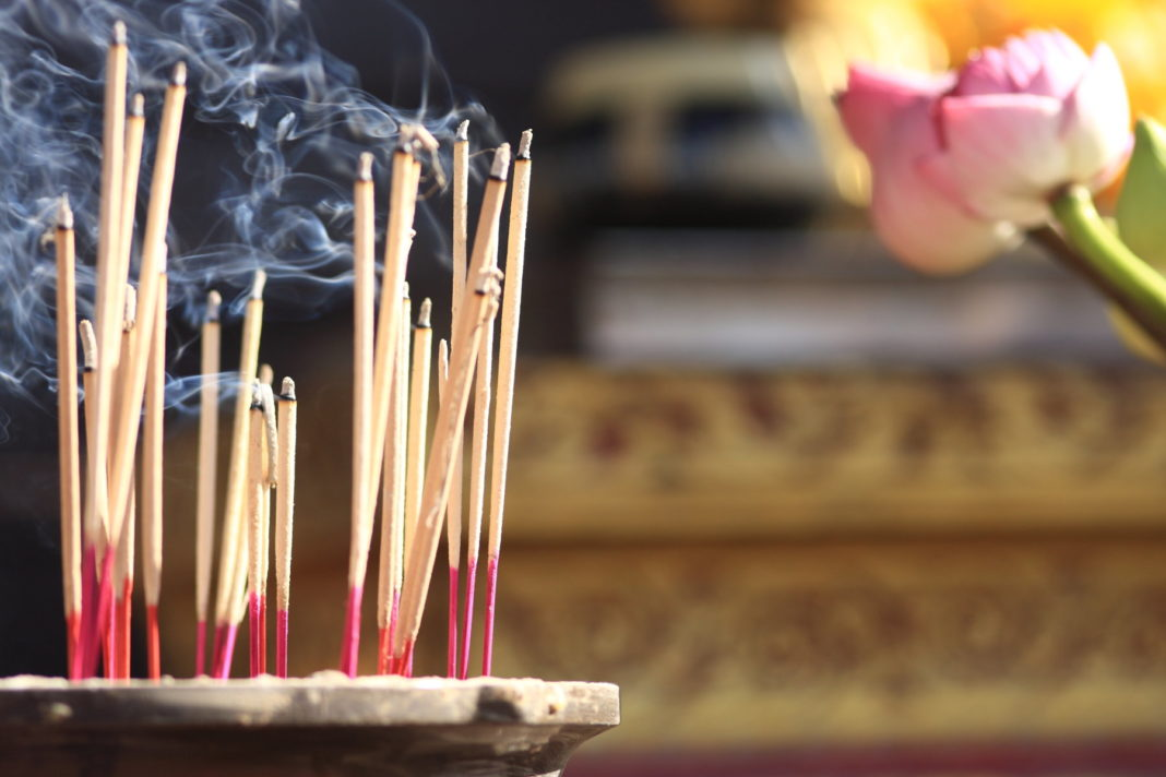 В чем вред ароматных палочек для здоровья?