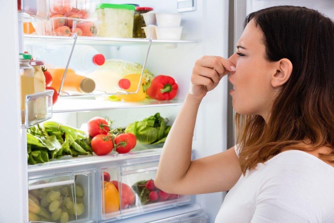 Неприятный запах в холодильнике. Что делать?