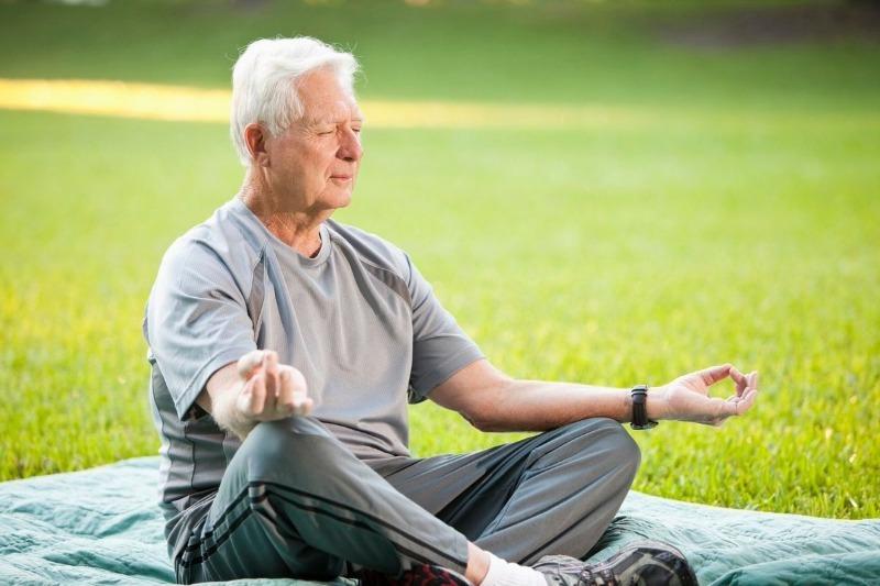 Мой дедушка справляется с гипертонией при помощи 3 дыхательных упражнений