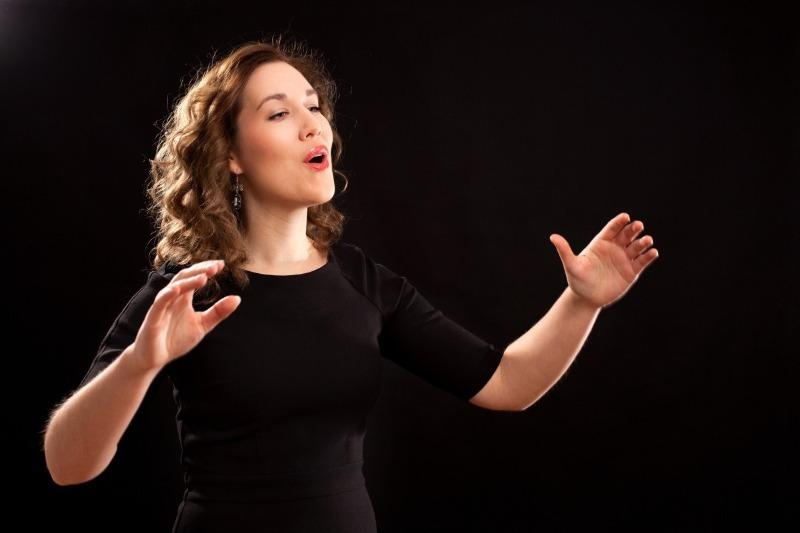 Дыхание оратора: упражнения, чтобы разогреть связки, сделать речь более громкой