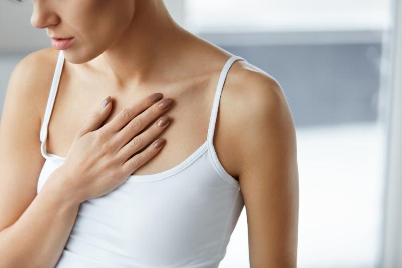При кашле появляется сильная боль в груди: в чем может быть причина