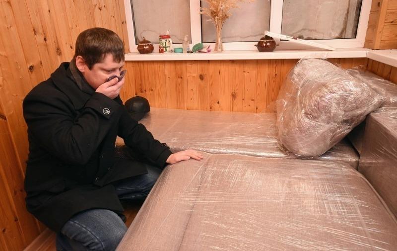 Опасная мебель: как обычный диван чуть не отравил своих хозяев