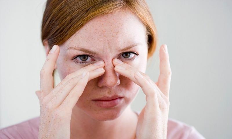 Постоянно чешется в носу – что может быть причиной