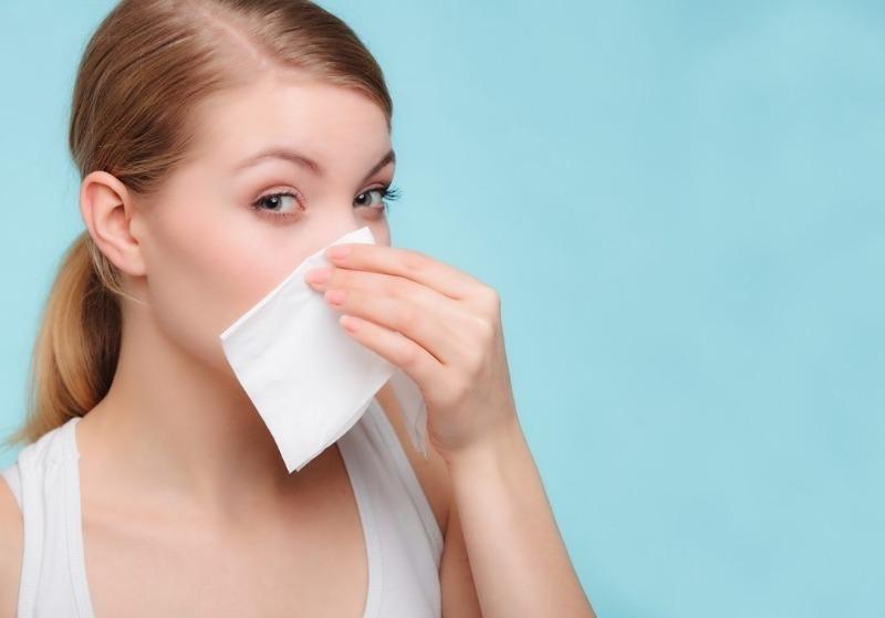 Почему нельзя сдерживать чих, закрывая рот и нос