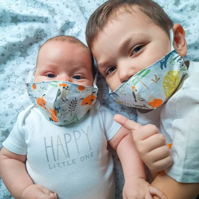 Почему врачи запрещают родителям надевать защитные маски на детей младше 5 лет