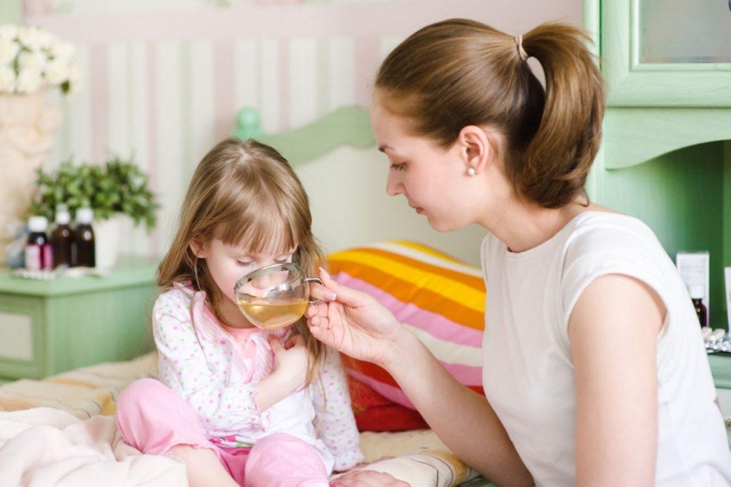 При двусторонней пневмонии детям рекомендовано обильное питье